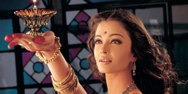 Guess the Bollywood movie name from its famous character name